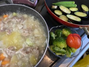 夏野菜カレーの製作中