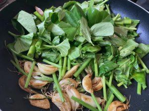 大蒜と空心菜炒め