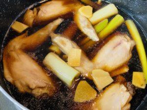 手羽先のお酢煮を作り中