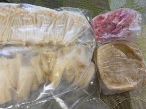 冷凍したえのき・豚肉・油揚げ